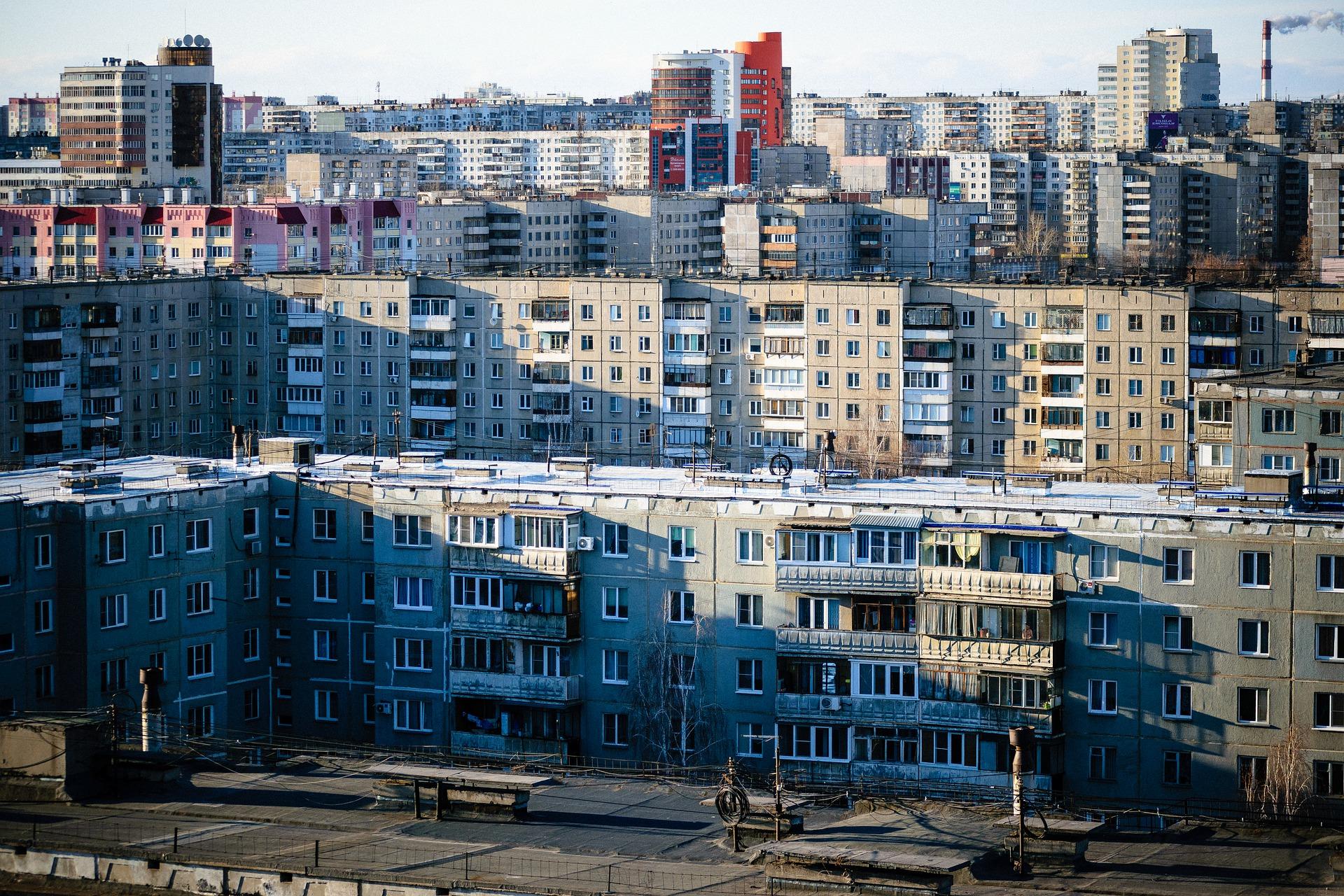 Image d'immeubles par Nikita Volodko de Pixabay