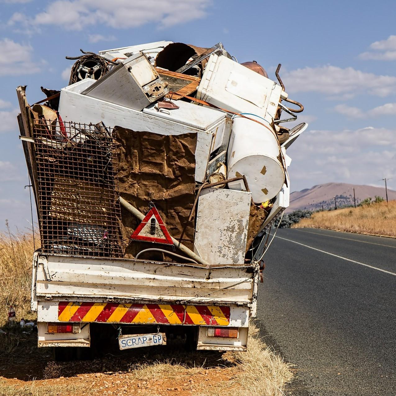 Illustration représentant un camion transportant des déchets