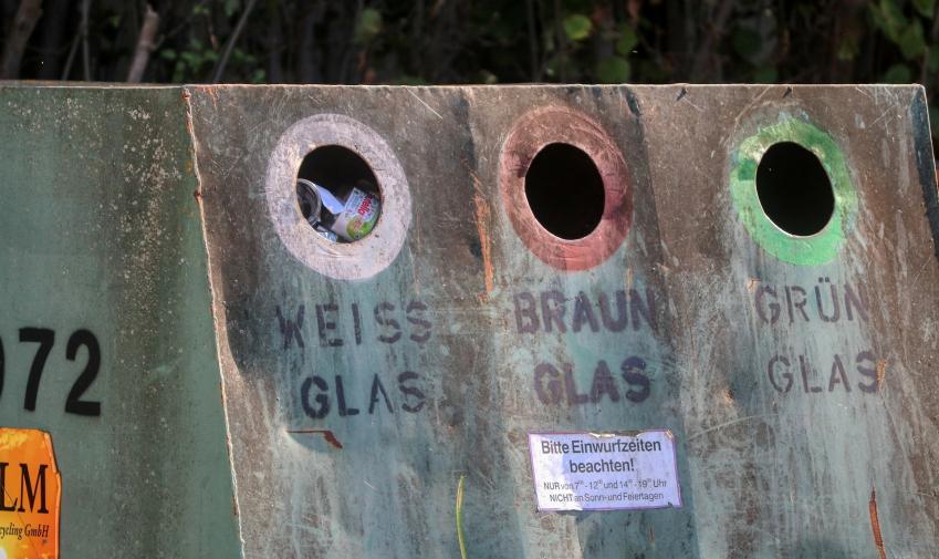 Image de conteneurs pour le tri du verre selon la couleur, en Allemagne