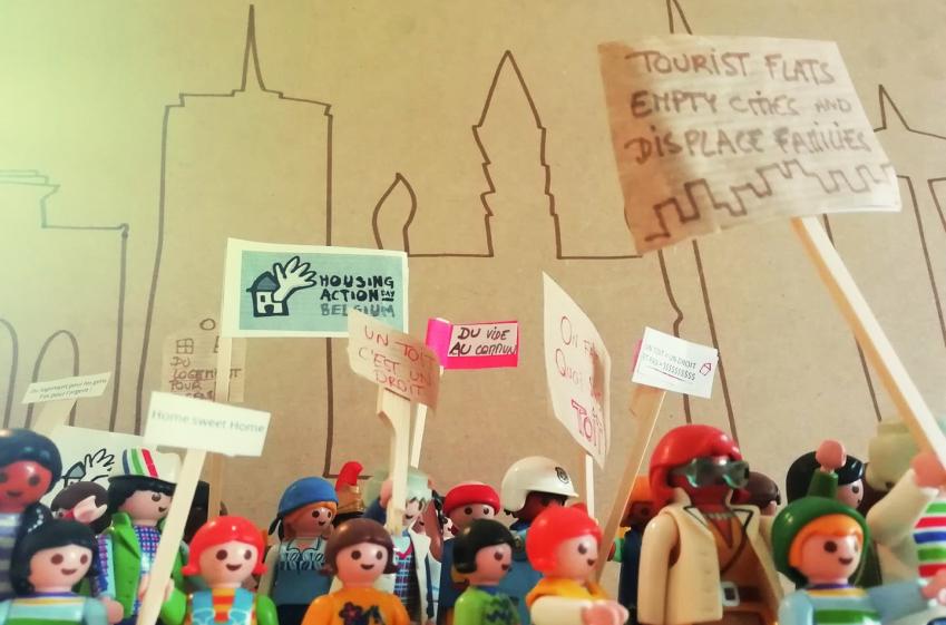 manifestation pour le logement par des playmobiles