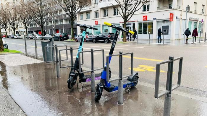 Parking à trottinettes à Lyon