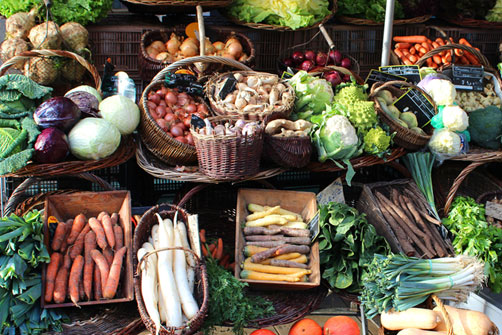 Commerce de proximité : étalage de légumes